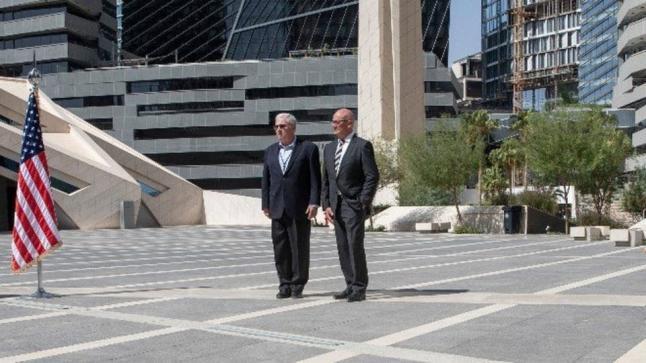 السفير الأمريكي لدى الرياض الجنرال جون ابي زيد يزور مركز الملك عبد الله المالي