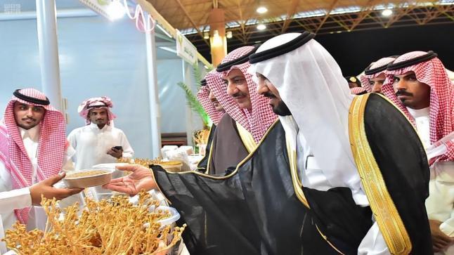 وكيل إمارة منطقة الجوف يفتتح مهرجان السمح الموسمي في دورته الأولى بمدينة التمور